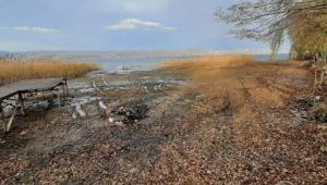 Sapanca Gölü'nde korkutan görüntü! 20 metre çekildi