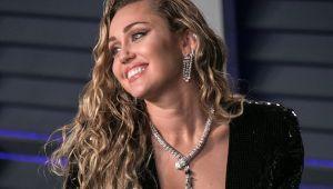 Miley Cyrus evini erotik oyuncaklarla dekore ediyor
