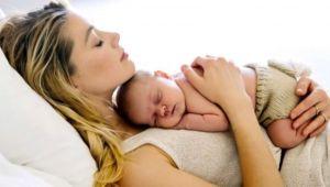 Taşıyıcı anne aracılığıyla bebeğini kucağına aldı