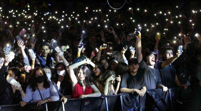 Binlerce İzmirli Buca'da Gripin konserinde buluştu