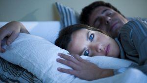 Huzursuz bacak sendromu uykusuz bırakıyor